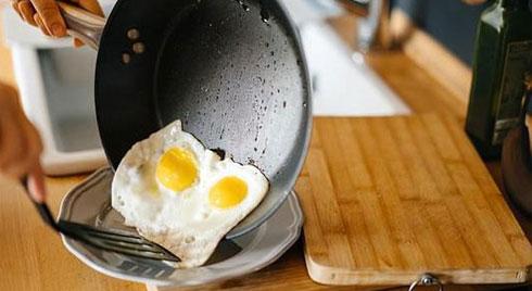 Nguy cơ ung thư từ nhiều đồ dùng quen thuộc, có thứ hiện hữu trong bếp của mọi nhà