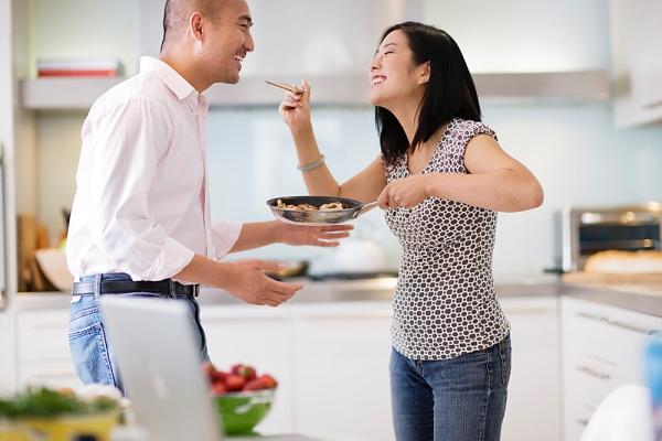 Sai lầm của những người vợ chiều chồng một cách thái quá-1