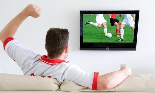 Chuyên gia khuyên bạn nên làm gì để giữ sức khỏe khi thức đêm xem World Cup