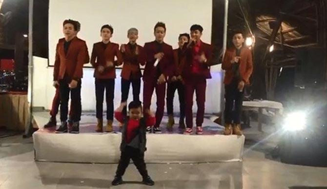 Ku Tin nhảy cực ngầu cùng nhóm HKT trên sân khấu
