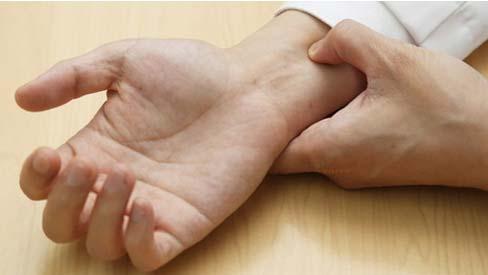Bấm huyệt hỗ trợ điều trị nhịp tim chậm
