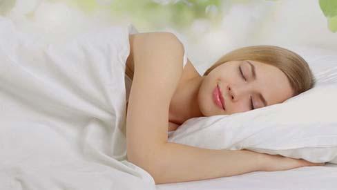 Khi đi ngủ có 4 thứ cần cởi ra, 3 thứ nhất định phải mặc vào chị em nhớ kĩ