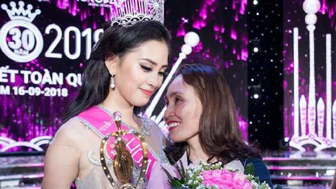 Hoa hậu Trần Tiểu Vy nói gì ồn ào lộ bảng điểm nhiều điểm kém?