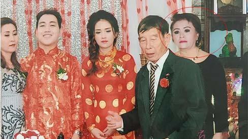 Ảnh cưới 'phi thường' đến mức cô dâu phải... uống thuốc đau bụng vì quá buồn cười