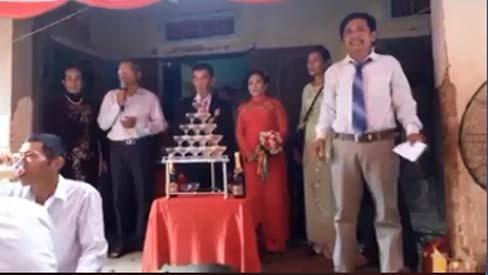 Đám cưới cảm động của chú rể 75 tuổi và cô dâu 64 tuổi nên duyên nhờ... vé số