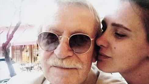 Chồng 88 tuổi ngoại tình, cô vợ 28 tuổi đánh ghen nhân tình trẻ sưng tím mặt mày