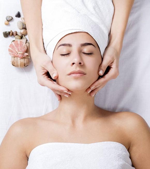 Hướng dẫn chi tiết từng bước massage mặt tại nhà chuẩn spa, da căng bóng, trắng hồng-1