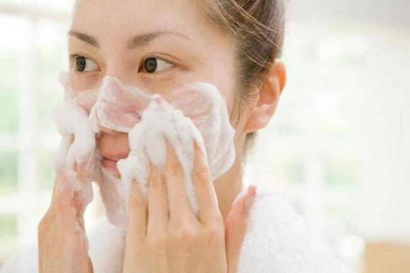 Hướng dẫn chi tiết từng bước massage mặt tại nhà chuẩn spa, da căng bóng, trắng hồng-2