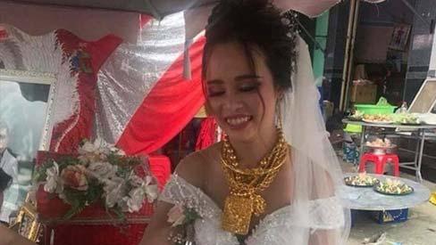 Cô dâu đeo vàng trĩu cổ, kín tay trong ngày cưới: Sau đám cưới đem hết vàng về Đài Loan