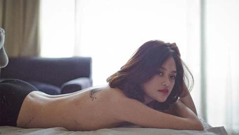 Vẻ sexy khó cưỡng của những mỹ nữ đóng cảnh nóng bạo nhất Việt Nam