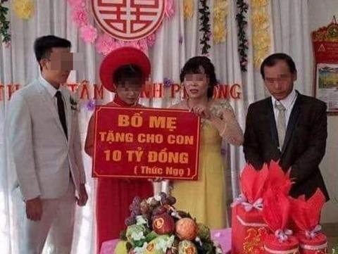 10 tỷ đồng trao tay ngày cưới, cô dâu đeo vàng kín cổ 'gây bão' mạng trong ngày cưới -Top 5 đám cưới vàng đeo trĩu cổ