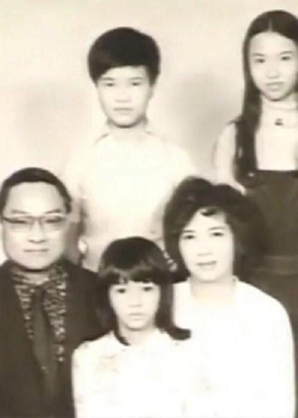 Nhìn hai người vợ của nhà văn Kim Dung đi, thất bại của cơm và sự lên ngôi của phở là bài học đắt giá cho chị em đấy!-1