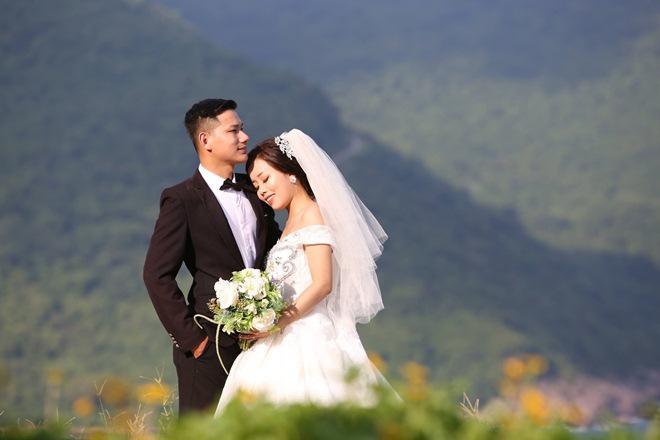 """Du khách mê mẩn Hoa vàng trên cỏ xanh"""" trên đỉnh Sơn Trà - Đà Nẵng-7"""