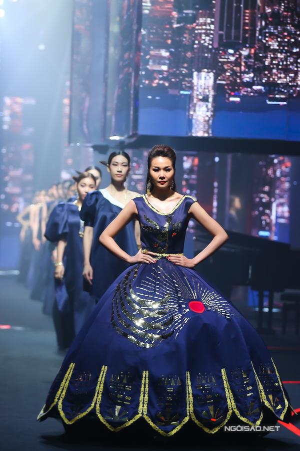 Võ Hoàng Yến, Thanh Hằng đọ khả năng catwalk-4