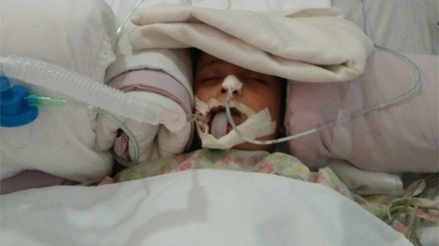 Con suýt chết vì mẹ lười đánh răng cho, người mẹ đau đớn lên facebook cảnh báo