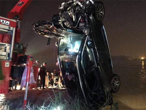 Phút bẻ lái định mệnh của ô tô Mercedes trước khi lao xuống sông qua lời nhân chứng-1