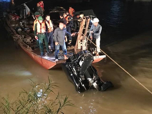 Kỹ năng thoát hiểm khi ôtô rơi chìm xuống nước-1