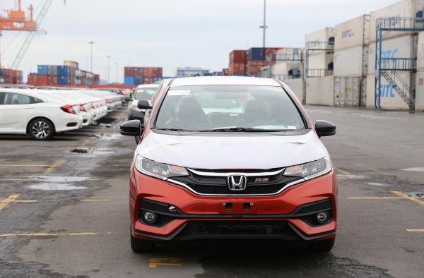 65,4 triệu USD nhập khẩu ôtô trong tuần - Xe miễn thuế trốn đi đâu?-1