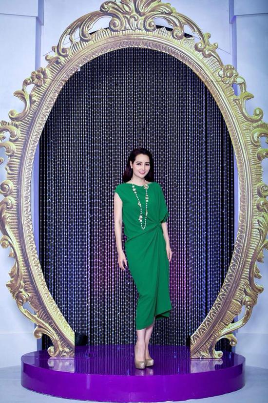 Người đẹp Việt mê mẩn váy xoắn eo-8