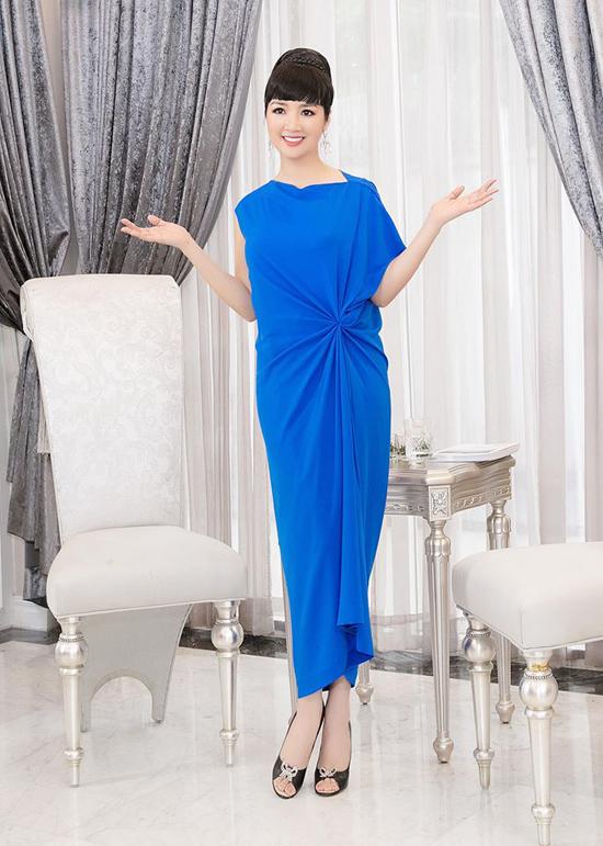 Người đẹp Việt mê mẩn váy xoắn eo-1