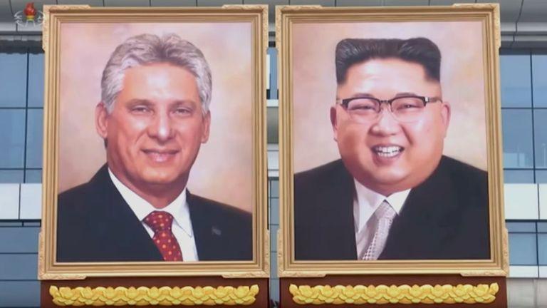 Hé lộ ảnh chân dung chính thức đầu tiên của ông Kim Jong-un