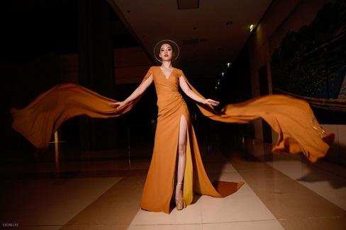 Người đẹp Hoàng Hải Thu, chân dài miên man tạo dáng bên siêu xe 11 tỉ