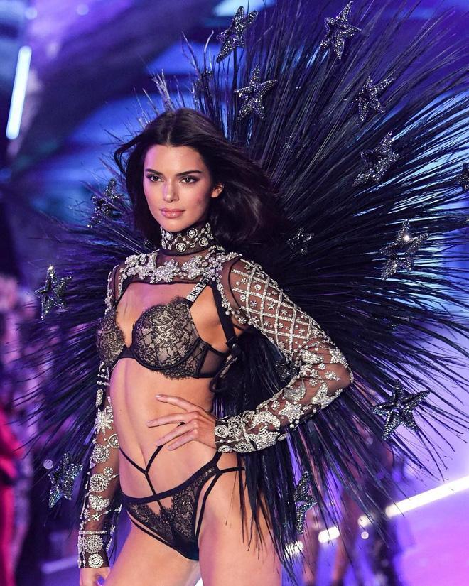 HOT: Chiêm ngưỡng những hình ảnh mãn nhãn của Victorias Secret Fashion Show 2018-9