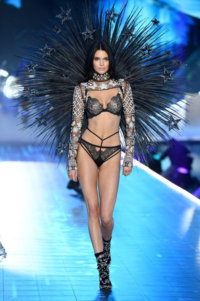HOT: Chiêm ngưỡng những hình ảnh mãn nhãn của Victorias Secret Fashion Show 2018-18