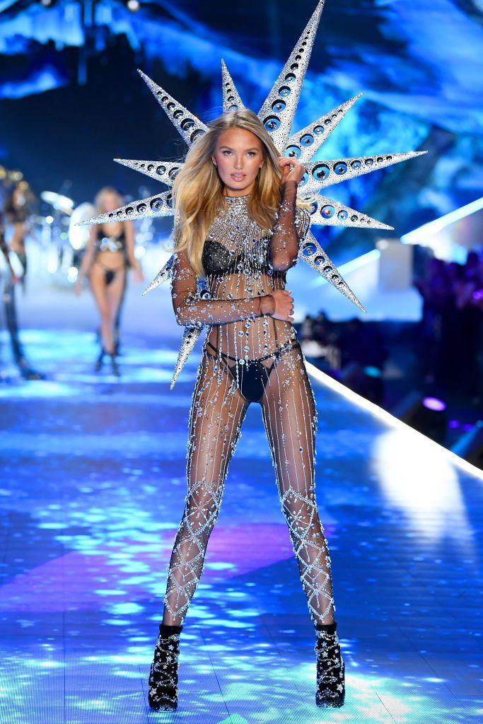 HOT: Chiêm ngưỡng những hình ảnh mãn nhãn của Victorias Secret Fashion Show 2018-15