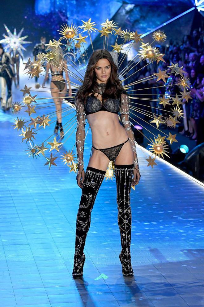 HOT: Chiêm ngưỡng những hình ảnh mãn nhãn của Victorias Secret Fashion Show 2018-21
