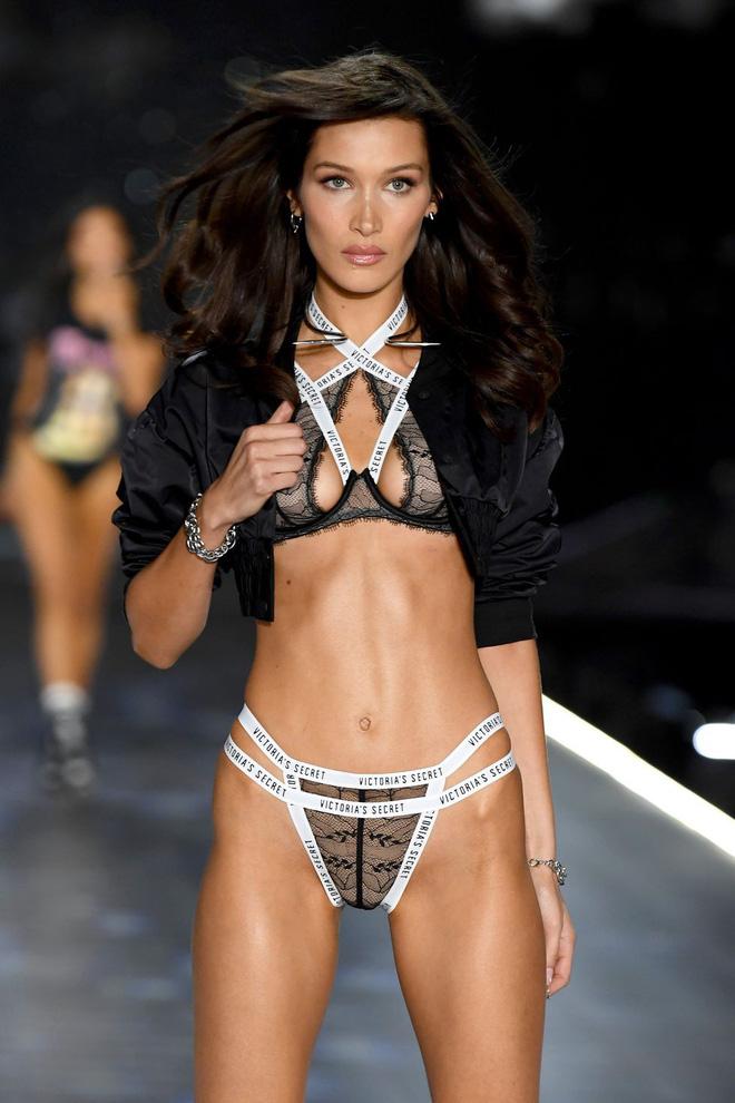 HOT: Chiêm ngưỡng những hình ảnh mãn nhãn của Victorias Secret Fashion Show 2018-41