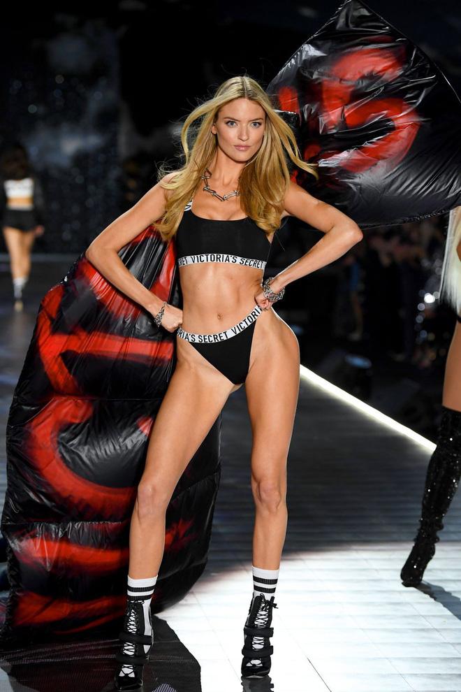 HOT: Chiêm ngưỡng những hình ảnh mãn nhãn của Victorias Secret Fashion Show 2018-40