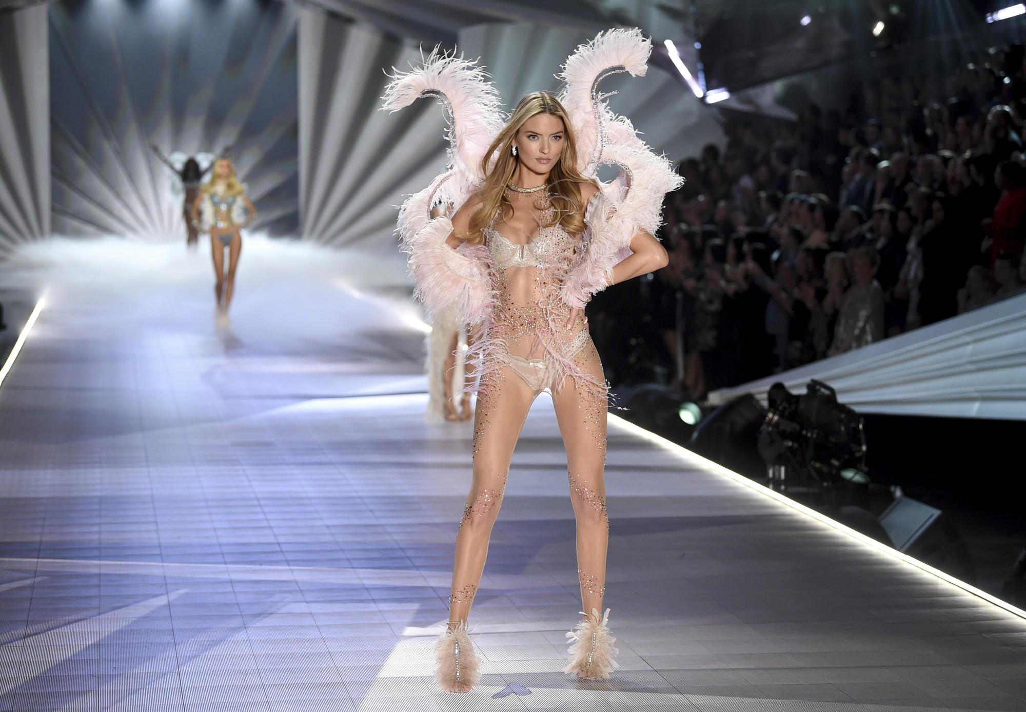 HOT: Chiêm ngưỡng những hình ảnh mãn nhãn của Victorias Secret Fashion Show 2018-23