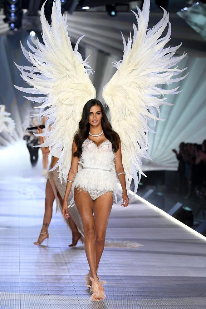 HOT: Chiêm ngưỡng những hình ảnh mãn nhãn của Victorias Secret Fashion Show 2018-28