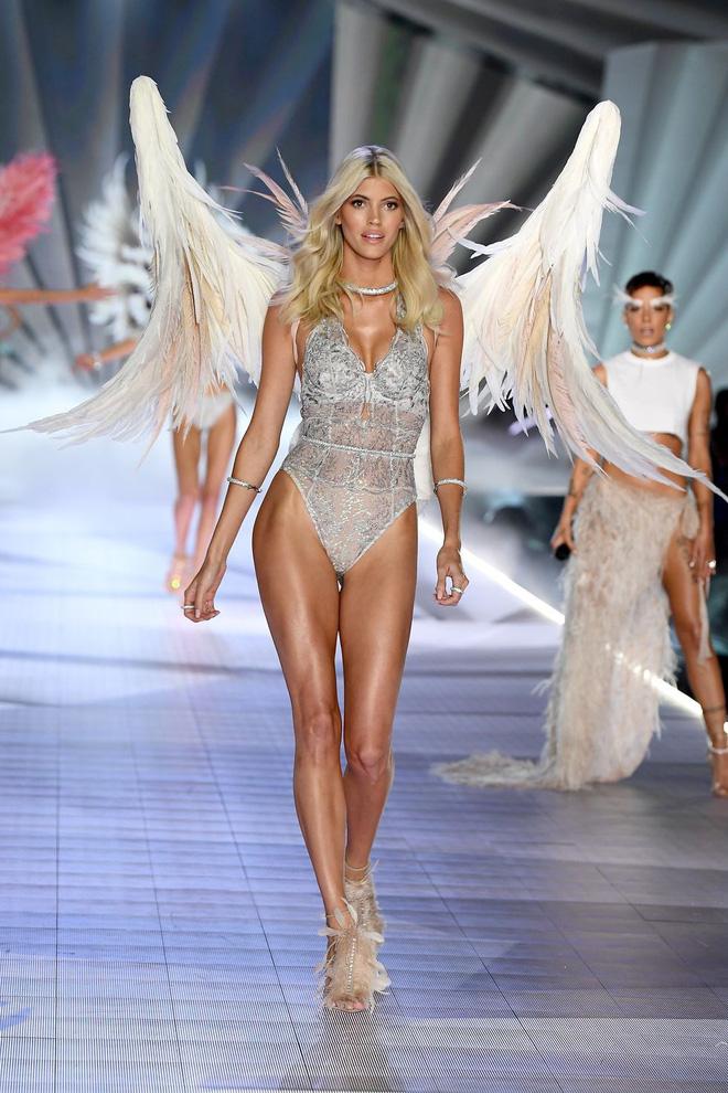 HOT: Chiêm ngưỡng những hình ảnh mãn nhãn của Victorias Secret Fashion Show 2018-27