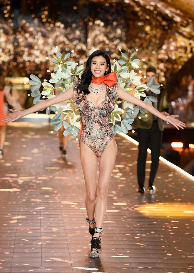 HOT: Chiêm ngưỡng những hình ảnh mãn nhãn của Victorias Secret Fashion Show 2018-39