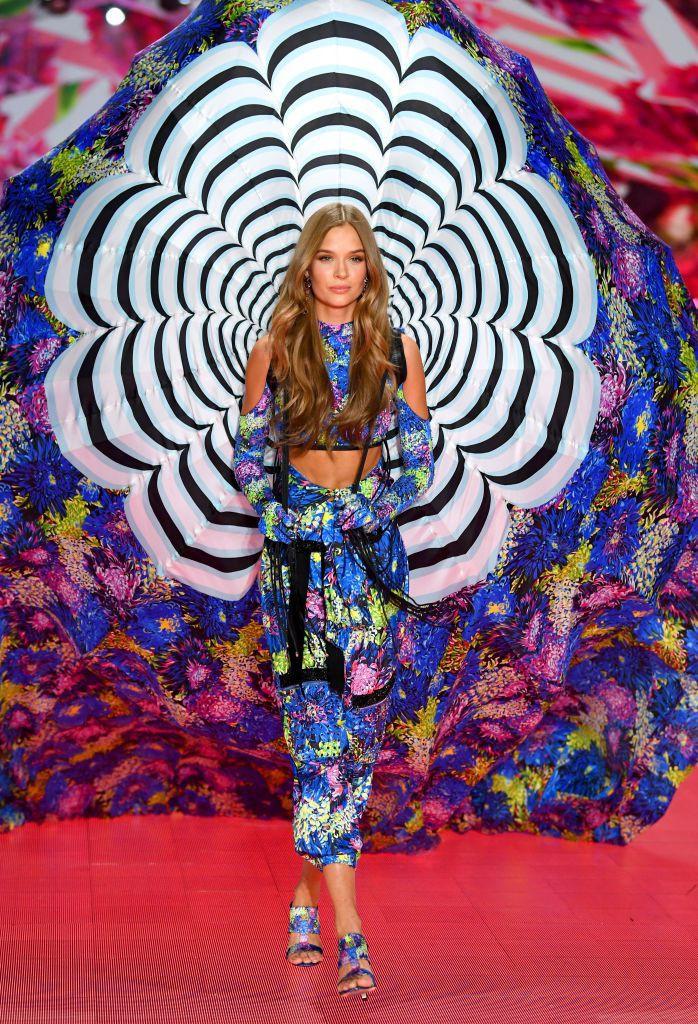HOT: Chiêm ngưỡng những hình ảnh mãn nhãn của Victorias Secret Fashion Show 2018-43