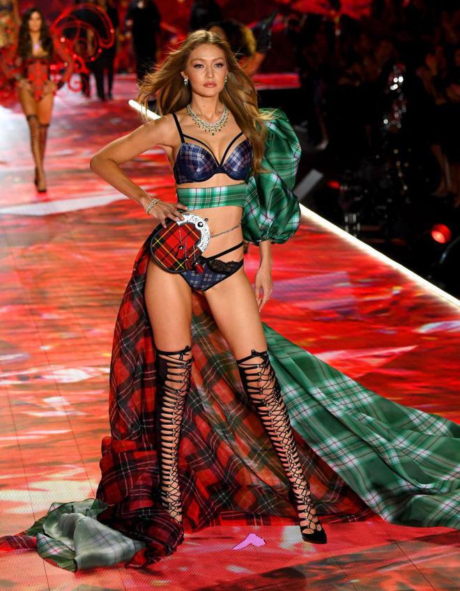 HOT: Chiêm ngưỡng những hình ảnh mãn nhãn của Victorias Secret Fashion Show 2018-32