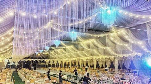 Xôn xao rạp cưới