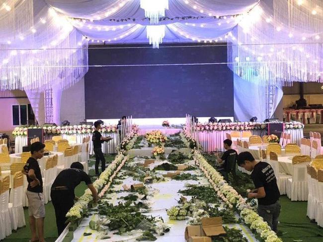 Xôn xao rạp cưới khủng được trang hoàng lộng lẫy trị giá hơn 800 triệu, dùng 100% hoa tươi ở Vĩnh Phúc-2