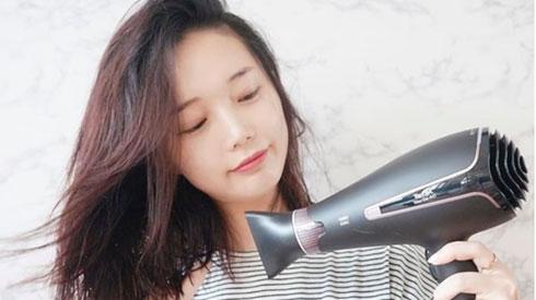 Nếu sấy xong thấy tóc cứ khô cong thì bạn đã không quan tâm đến những tips này rồi!