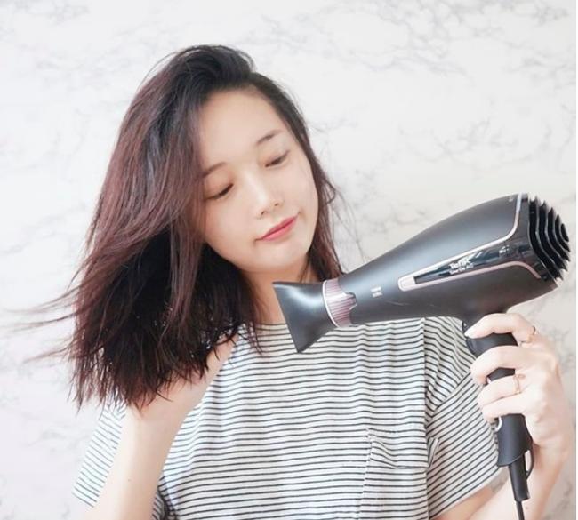 Nếu sấy xong thấy tóc cứ khô cong thì bạn đã không quan tâm đến những tips này rồi!-4
