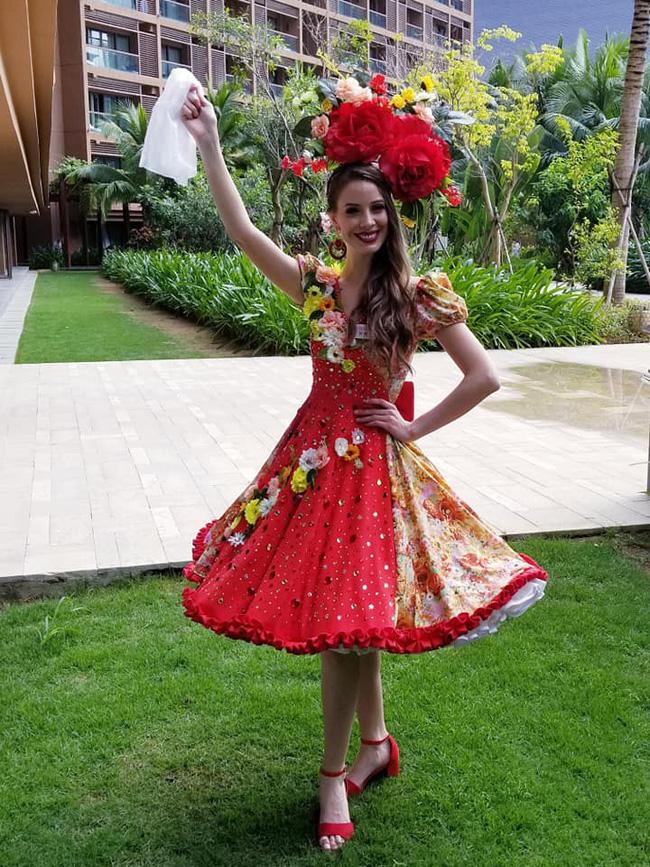 Không còn úp mở, Tiểu Vy công khai cận cảnh trang phục Cô Đôi Thượng Ngàn mang đến trình diễn tại Miss World 2018-7
