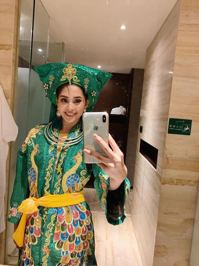 Không còn úp mở, Tiểu Vy công khai cận cảnh trang phục Cô Đôi Thượng Ngàn mang đến trình diễn tại Miss World 2018-3