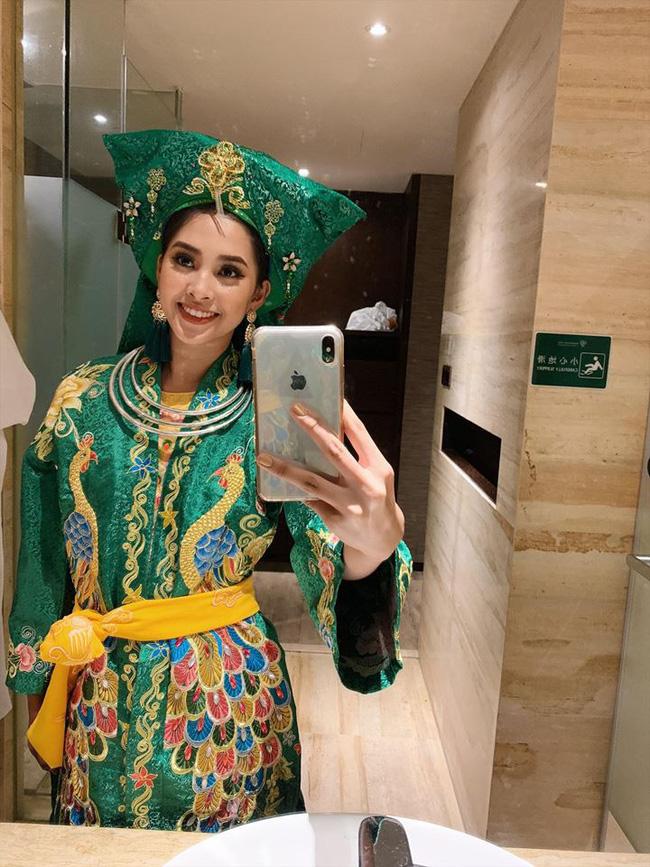 Không còn úp mở, Tiểu Vy công khai cận cảnh trang phục Cô Đôi Thượng Ngàn mang đến trình diễn tại Miss World 2018-2