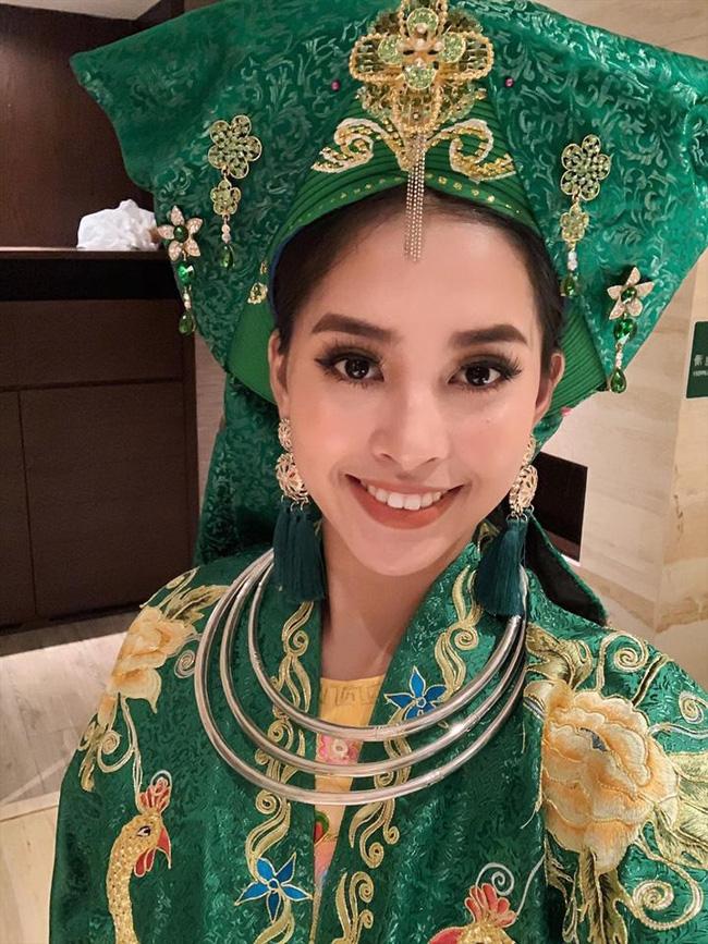 Không còn úp mở, Tiểu Vy công khai cận cảnh trang phục Cô Đôi Thượng Ngàn mang đến trình diễn tại Miss World 2018-1