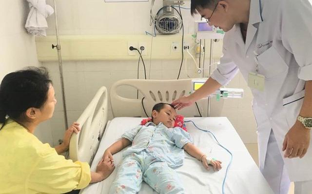 Dùng lá cây chữa táo bón, trẻ 4 tuổi cấp cứu vì ngộ độc-1
