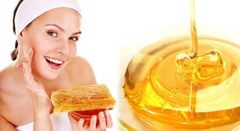1 muỗng mật ong - 9 cách dưỡng trắng da, xóa mờ nếp nhăn và chăm sóc mái tóc mà phụ nữ nên biết để tiết kiệm cả 'núi' tiền