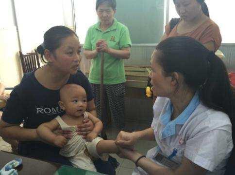 Bé 9 tháng tuổi bị bại não chỉ vì mẹ đặt thứ này dưới gối-1