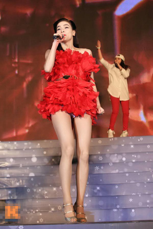 Mặc đồ diêm dúa, cũn cỡn, biểu tượng thời trang Hà Hồ cũng có lúc như thảm họa-8